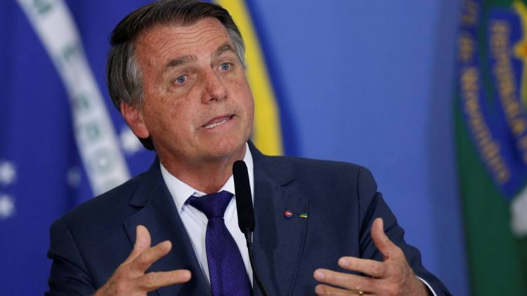 x95064806_Brazils-President-Jair-Bolsonaro-speaks-during-a-ceremony-at-the-Planalto-Palace-in-Brasil.jpg.pagespeed.ic.0PaaO9a3x4